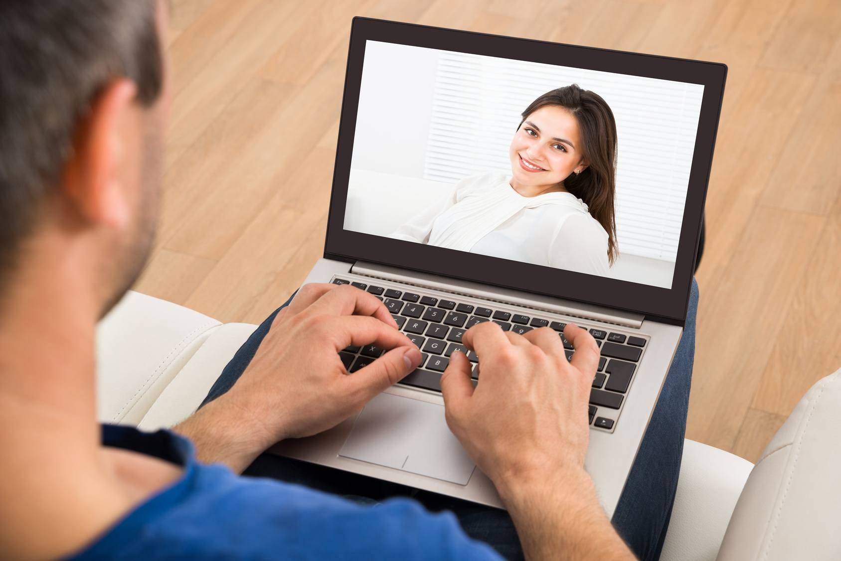 Mi jellemző az online kapcsolatokra?