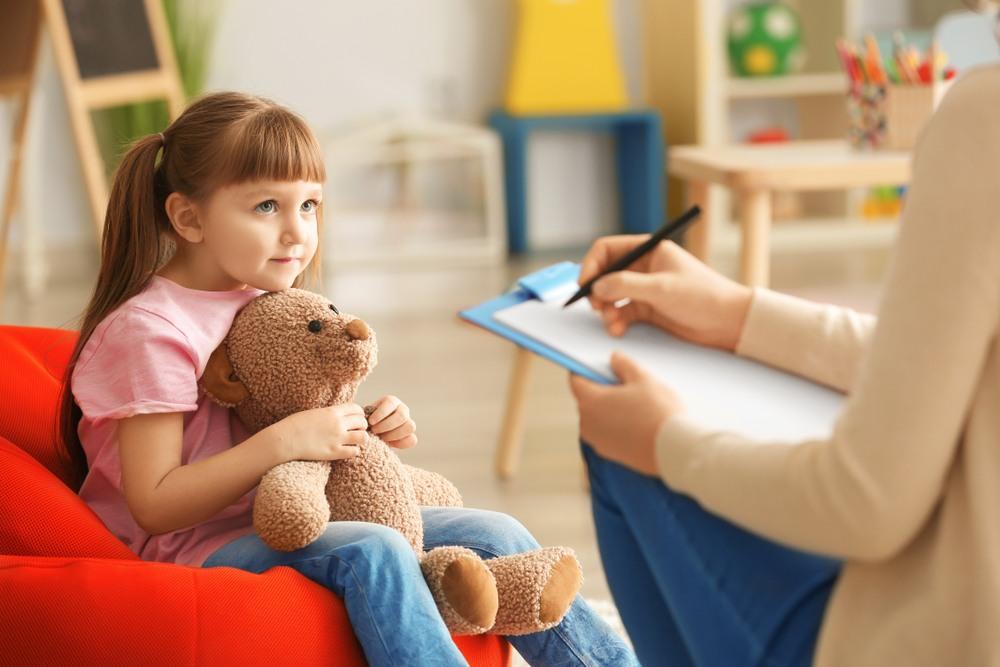 Mi a különbség a gyermek, serdülő és felnőtt pszichoterápia között?